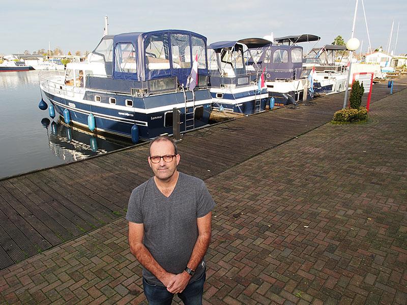 Marcel Ortelee, baas van Yachtcharter De Brekken in Lemmer, heeft een goed jaar achter de rug: veel tevreden klanten door mooi weer en mooie schepen.