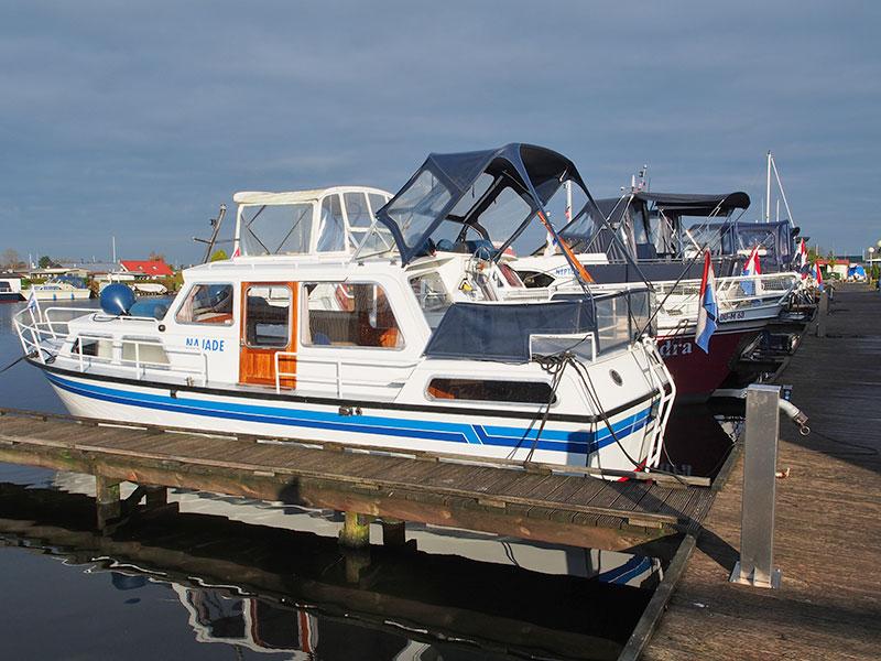 Op de voorgrond de Aquanaut Beauty 950 die na 30 jaar trouwe dienst het veld moet ruimen.