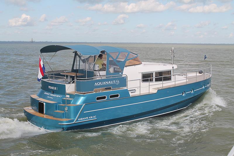 Boot van het jaar. Motor Yacht of the Year 2016, de Andante 438 AC, is te zien op Boot Holland, van 12 tot en met 17 februari 2016 in WTC Expo in Leeuwarden.