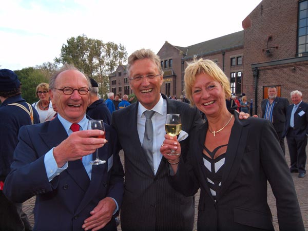 De heren Kranendonk en Jorritsma en mevrouw Boesjes kunnen opgelucht ademhalen. En drinken. De prinses heeft voor een horde aan journalisten gezorgd en zij verspeiden het nieuws dat Friesland een attractie van formaat rijker is.