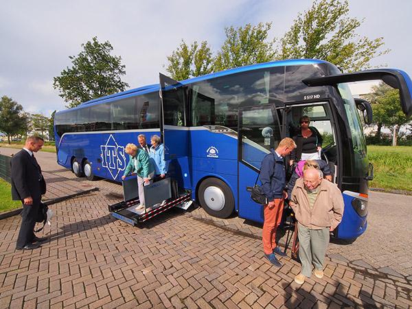 Zijn tijd ver vooruit: de nieuwe Setra van ITS voldoet aan de allernieuwste voorschriften die aan technische inrichtingen voor reizigers met een mobiliteitsbeperking worden gesteld.