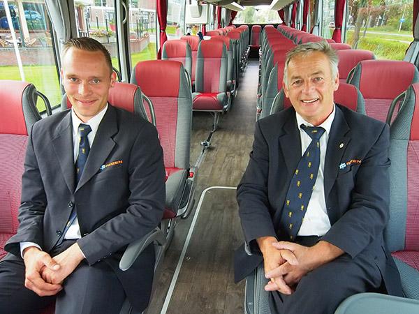 Anne Mulder (links) en Henk Sjollema zijn trots op hun nieuwe aanwinst.