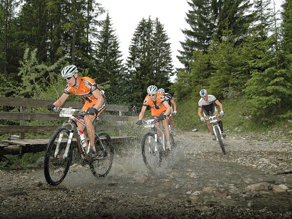 Veel Nederlanders mountainbiken in Duitsland, onder andere in de omgeving van Winterberg in het Sauerland. Info: http://www.bikespot.nl/2/sauerland/13/winterberg/ Fotografie: Continental Banden Nederland.