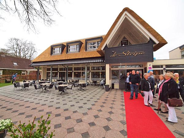 """Hotel-restaurant De Stripe in Wijnjewoude is een perfect startpunt voor wandelaars, toerfietsers en mountainbikers die de Duurswouder en Bakkeveense heide en zandverstuivingen willen """"beklimmen"""". Fotografie: Albert Hendriks. Info: http://www.friesnieuws.nl/toerisme-fryslan/nieuw-hotel-voor-fietsers-en-wandelaars"""