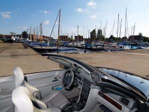 Dubbel genieten: met een cabrio op vakantie in Friesland. Aanrader: Elfstedenroute met de auto