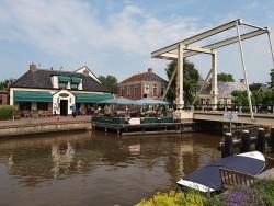 Voor de uitvoering van zijn Elfstedenroutes per fiets en sloep heeft het bureau voor toerisme Friesland Holland er een prachtig hotelletje bij: It Posthûs in Burdaard.