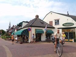 Een rustpunt op Friesland Holland's Elfstedenroute op de fiets: It Posthûs.