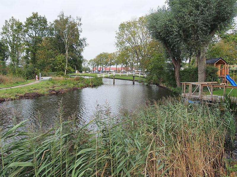 In Kollum zijn overal gravers, constructeurs en bruggenbouwers in de weer om het mogelijk te maken dat pleziervaarders in het voorjaar van 2015 vlakbij het gezellige en cultuurhistorisch interessante centrum kunnen aanleggen.
