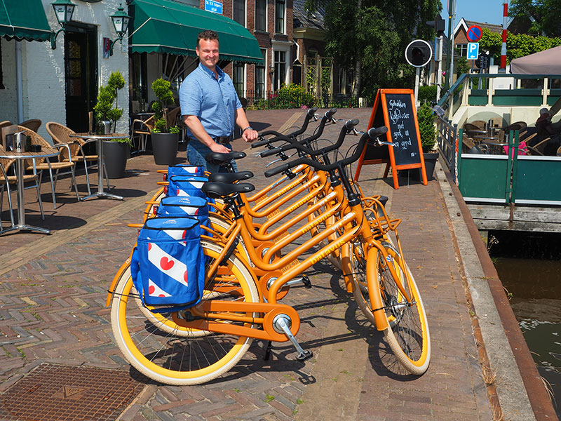 Horecaondernemers Sjoerd en Saskia Bosgra van hotel-restaurant It Posthûs hebben een primeur: zij faciliteren de eerste Off the Boat On the Bike locatie in Friesland.