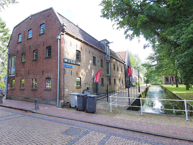 De voormalige fabriekspanden van Douwe Egberts in Joure vormen nu samen een groot museum met koffie- en theeschenkerij.