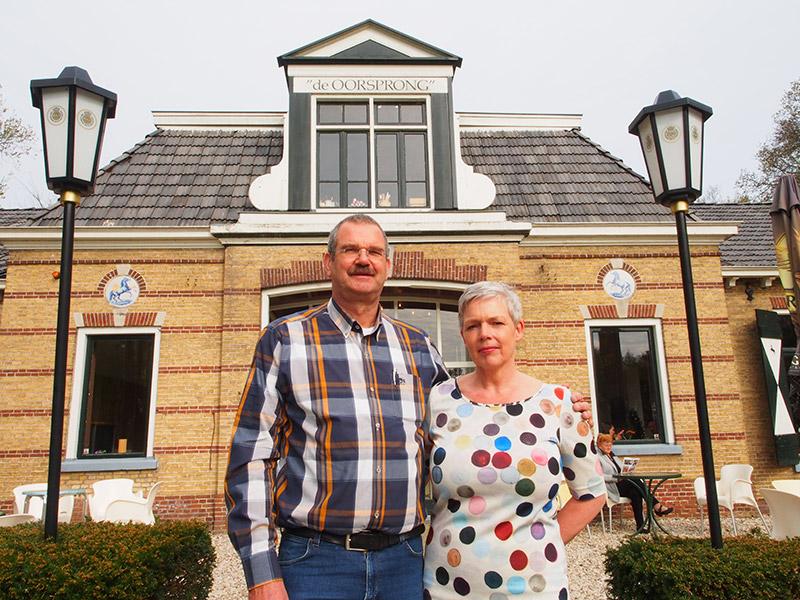 Eric en Sandra Schrauwen runnen nu de voormalige Friese paardenstoeterij hotel De Oorsprong in Sint Nicolaasga. Zij zijn met de familie Brouwer uit Joure ook eigenaar van het vastgoed.