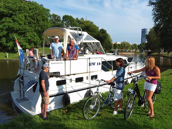 Het bureau voor toerisme Friesland Holland gaat Leeuwarden vermarkten als de culturele én culinaire hoofdstad van Europa. De stad, in 2018 Culturele Hoofdstad van Europa, kan zich dankzij de vele hotels, goede aanlegvoorzieningen, het gevarieerde winkel- en restaurantbestand en het nieuwe Fries Museum, de komende jaren ontpoppen als een topbestemming voor fietsers en pleziervaarders.