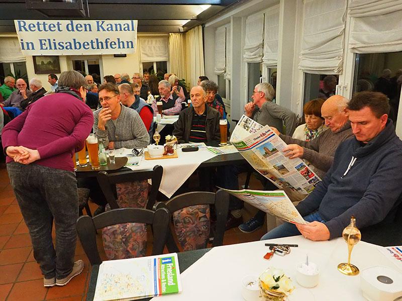 Grote interesse voor routekaarten en watersportgidsen. Foto: Friesland Holland Nieuws.