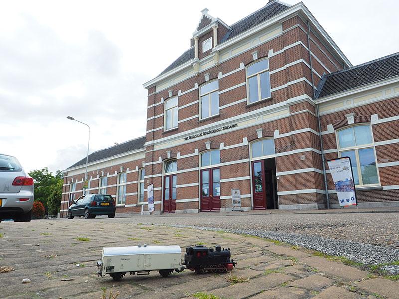 Het Nationaal Modelspoormuseum is gevestigd in het NS-Arriva station van Sneek, aan de rand van het centrum van de Elfstedenstad.