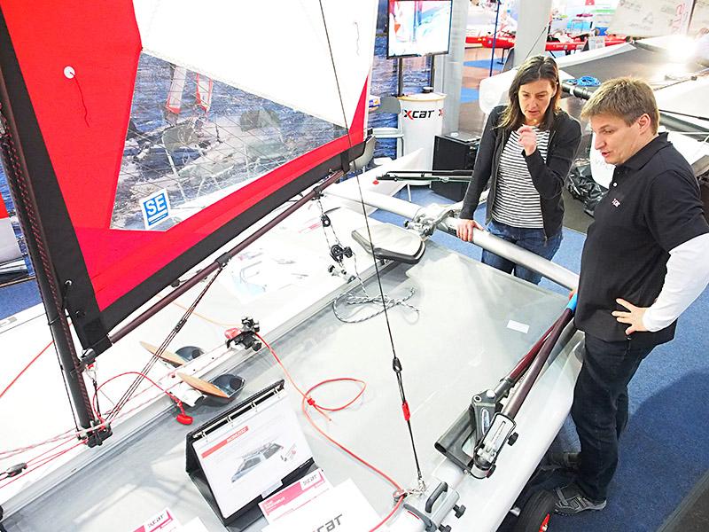 Jochem Bierma, een in Oostenrijk uitvindende en ondernemende Fries, introduceert nog deze zomer zijn multi-sport-catamaran in Friesland onder de naam X-cat.