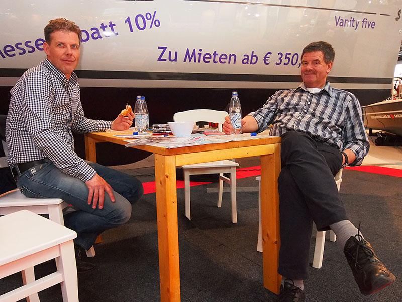 Op water en brood tijdens expedities in het buitenland: Jan IJben, directeur Marketing & Events bij Ottenhome Heeg (links) en Albert Hendriks, onder andere standbouwer bij Friesland Holland.