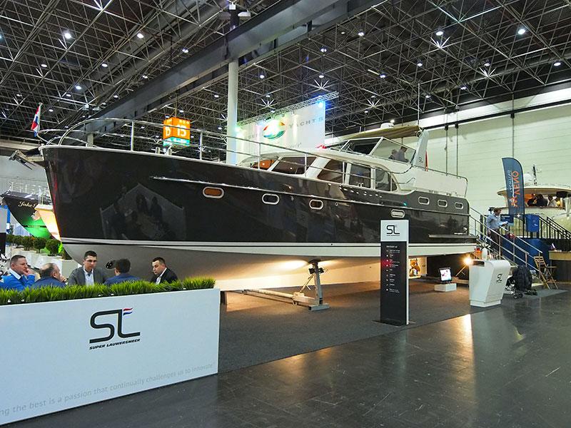 Deze Super Lauwersmeer stond op Boot Düsseldorf en is nu te zien op Boot Holland (7-12 februari 2014). Info: http://www.superlauwersmeer.nl/