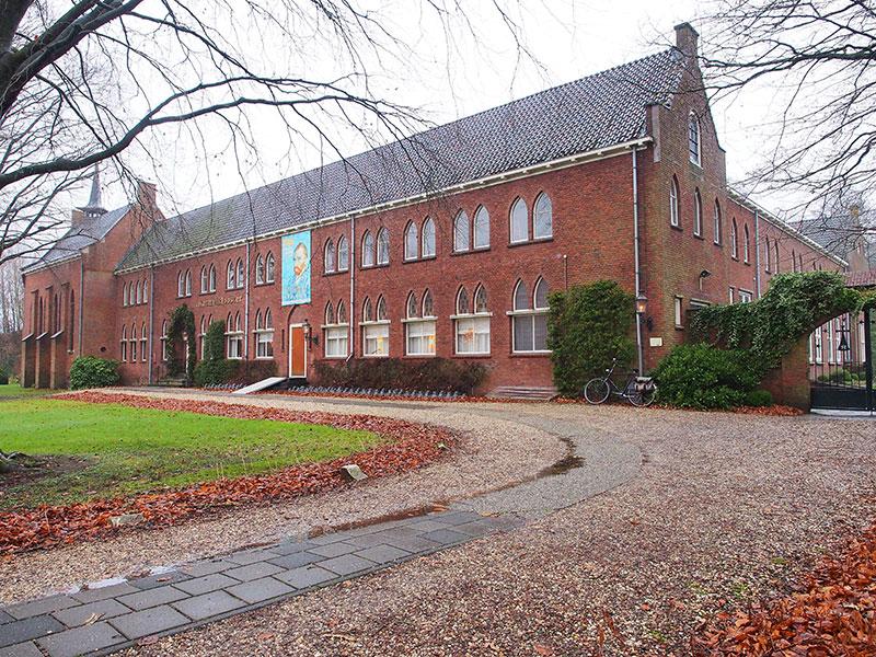Tot 6 augustus 1993 was het Karmelklooster in gebruik als klooster van de ongeschoeide Karmelietessen. Fotografie: Albert Hendriks-Friesland Holland Nieuwsdienst.