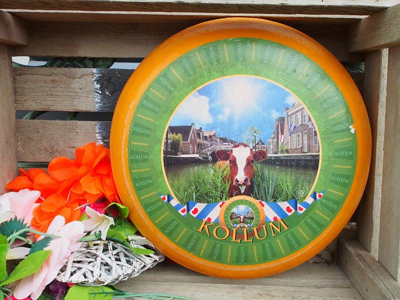Friesland is een in de hele wereld vermaard kaasland dat zorgvuldig met zijn reputatie dient om te gaan. Het grootste kaaspakhuis staat er, Frico in Wolvega, en de grootste kaasfabriek, Friesland Campina in Workum. Tientallen kaasboeren maken ambachtelijke kazen in vele variëteiten.
