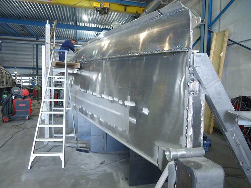 Aluminium is populair in de jachtbouw. De dikte van het aluminium van een Bestevaer 45 ST Pure is een keuze van de klant en hangt af van het vaargebied en het gebruik. Standaard worden de volgende diktes toegepast: Dek 3 tot 5 mm, romp boven de waterlijn 4 tot 7 mm en romp onder de waterlijn 5 tot 8 mm.