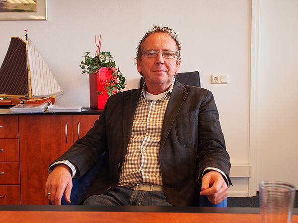 Jan van der Veen leunt niet achterover, maar is wel in zijn sas nu er weer wekelijks een paar boten in andere handen overgaan.