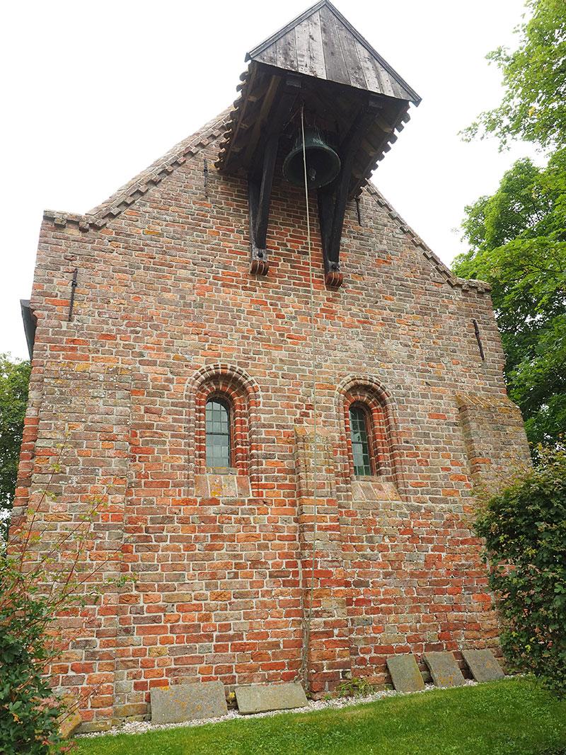 Op de terp van Jannum staat één van de oudste kerken van Nederland.