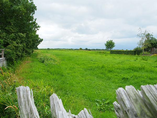 De Veenhoop ligt tussen Grou en Drachten, in een omvangrijk waterrijk natuurgebied.