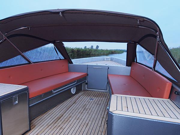 Voor de Lillebror 78 E-Tourer is een luxe en degelijke cabriokap ontwikkeld.