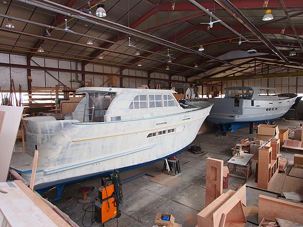 Een kijkje in één van de scheepsbouwhallen van Scheepswerf Volharding.