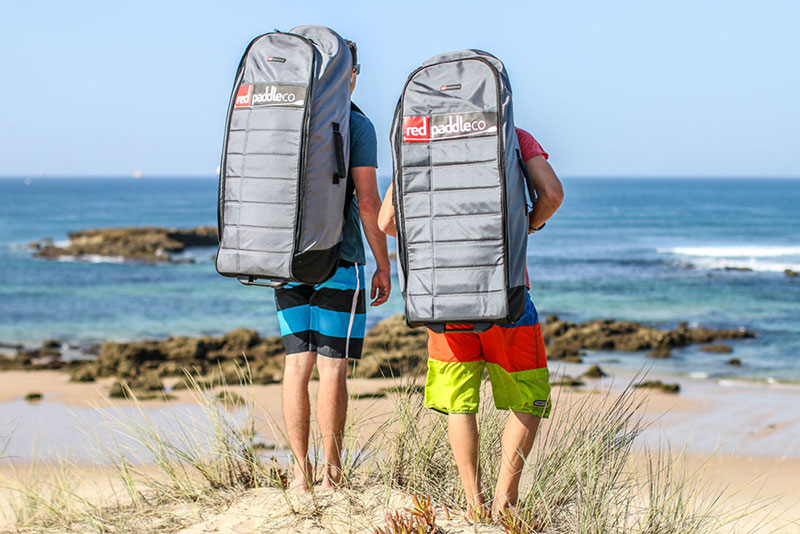 De nieuwe rage: trekking met een opblaasbaar supboard.