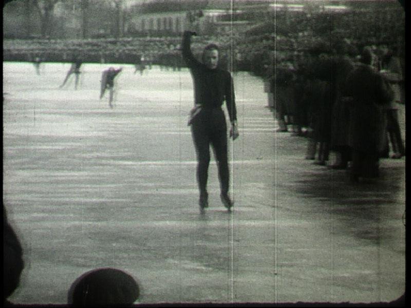 Jeen van den Berg ging in 1954 als eerste over de eindstreep.