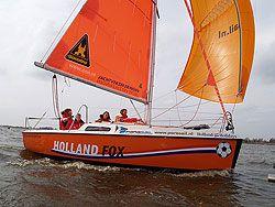 De Holland Fox, vier jaar geleden een blikvanger in de Friesland Holland-stand op Boot Düsseldorf én op de Friese meren, vaart momenteel op het Eemmeer.