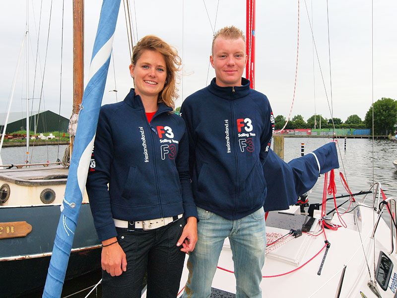 Sanne Tamminga, medewerkster van Meeting Point Fryslân, het nieuwe evenementenbureau van Friesland Holland, en Jorden van de Grift gingen begin augustus op tournee. Later nam Daniëlle Zwerver de promotionele taak van Sanne over.