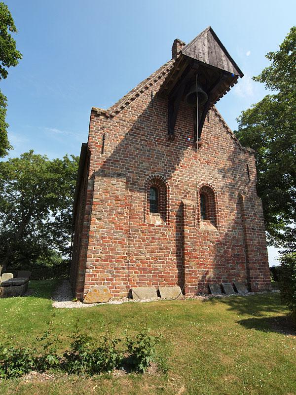 Kerk en kerkmuseum te Jannum.
