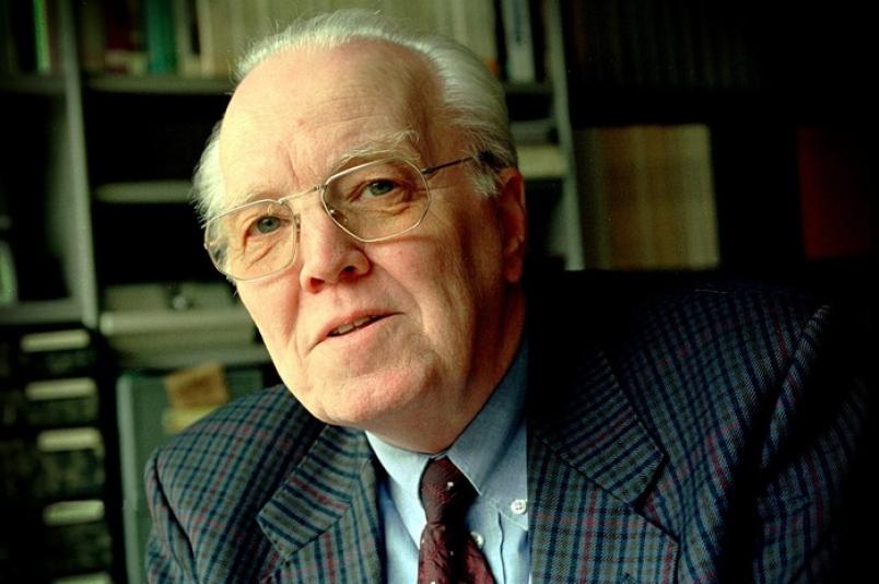 Prof. G. Dekker belicht de rol van de kerk in de hedendaagse maatschappij.