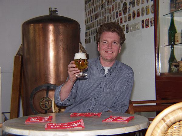 Aart van der Linde van de Friese Bierbrouwerij in Bolsward produceert al 25 jaar Nuchtere Heit, alcoholvrij bier, ook wel malt bier genoemd. Het heeft een frisse smaak en een oppeppend karakter. Maltbieren en mixen van witbier met een frisdrank als Seven-Up zijn in Duitsland populair bij sportfietsers als energiedrank. Alcoholvrij bier is bier met een extreem laag alcoholpercentage. De meeste alcoholvrije bieren zijn pilsbieren. Alcoholvrije bieren mogen tot 0,1% alcohol bevatten; dat is vijftig maal minder dan het alcoholpercentage van een gemiddeld pilsbier (5%). In vergelijking met gewoon bier, levert het drinken van een liter alcoholvrij bier geen noemenswaardige alcoholconcentratie in het bloed op. De kleine concentratie alcohol die in het bloed terecht komt, kan snel door de lever worden afgebroken.