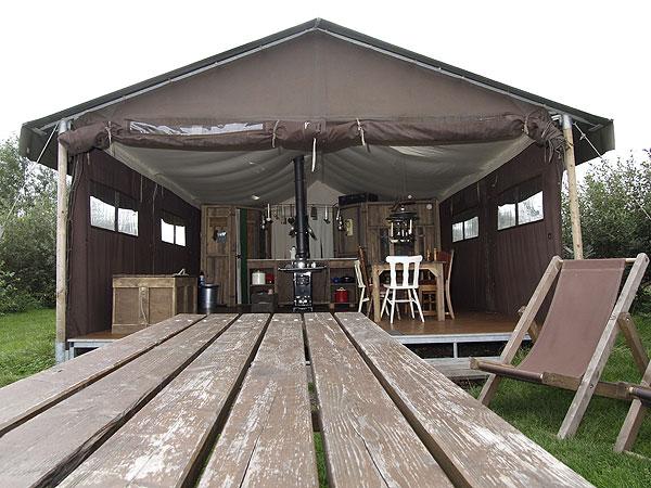 BeterBoerenBed-tent in Echtenerbrug aan de weg van Echtenerbrug naar Langelille.