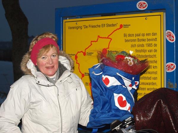 Fokje van der Meer kwam gistermiddag (zondag 19 december 2010 om 16.15 uur) bij de finish van de Elfstedentocht op de schaats in de Bonkevaart aan.