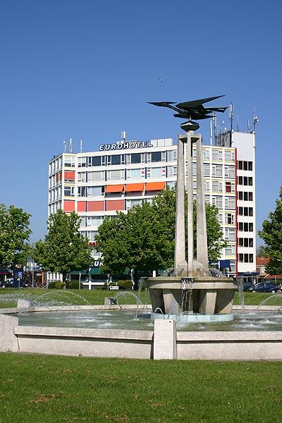 Het Eurohotel ligt vlakbij de start van de Elfstedentocht op de schaats die volgens verwachtingen van deskundigen in de eerste week van januari 2011 kan worden gehouden.
