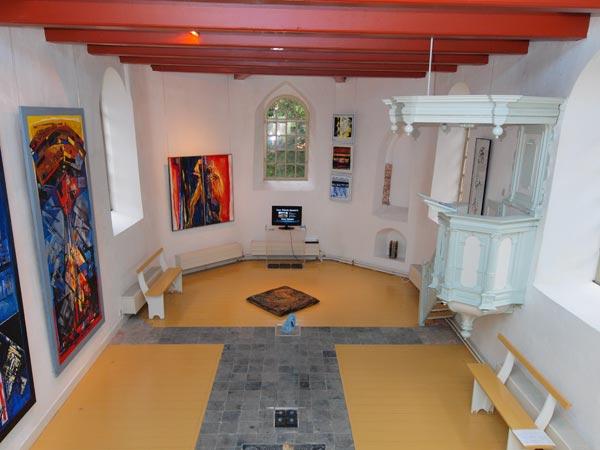 In de deels Middeleeuwse kerk op de terp van Raard is het Oerka Irene Verbeek Museum gevestigd, een onderdeel van de Markant Friesland Route. Info: www.oerka.nl en www.markantfriesland.nl