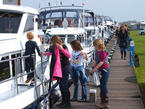 Zaterdag 16 april van 10.00 tot 16.00 uur open huis K&M Yachtbuilders in Makkum. Op de foto een Stadtship 56 Merrimac Exterior.