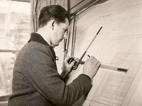 De technisch tekenaar Abe Gerlsma.