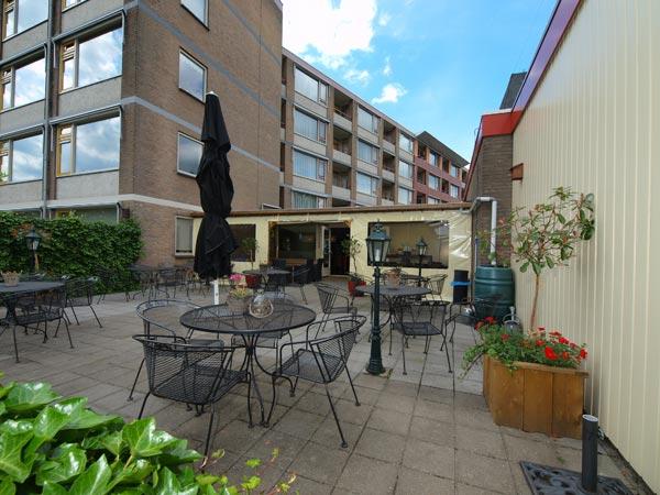 Holland inn boert goed dankzij natuurgebieden en stellingwerfse gemoedelijkheid toeristisch - Terras beschut ...