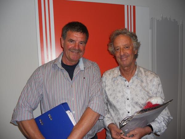 Albert Hendriks van het Friese bureau voor toerisme en presentator Hans van Willigenburg (v.l.n.r).