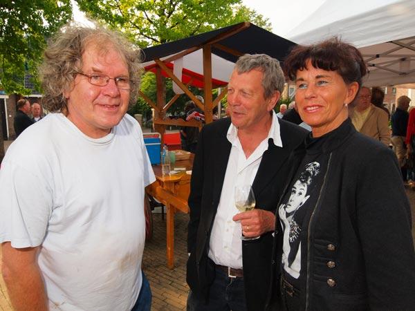 Onder de BF'ers — niet te rap uitspreken a.u.b. — waren zanger en vishandelaar Doede Bleeker uit Stavoren(links), de heer Van Hes van de Jouster Klokkenmakerij (midden) en Annie van der Velde, de vrouw van Riemer (SC Heerenveen-pilaar).