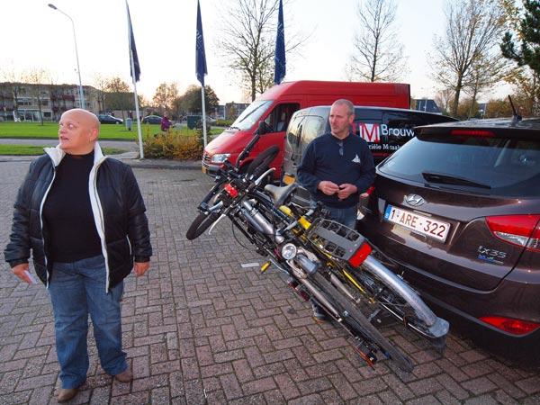 De eerste gasten van De Bleekers: Diana en Georges van den Broeck uit het Belgische Lokeren. Zij boekten bij Tulip Inn een 5-daagse vakantie om Friesland te verkennen met gidsen en kaarten van Friesland Holland.