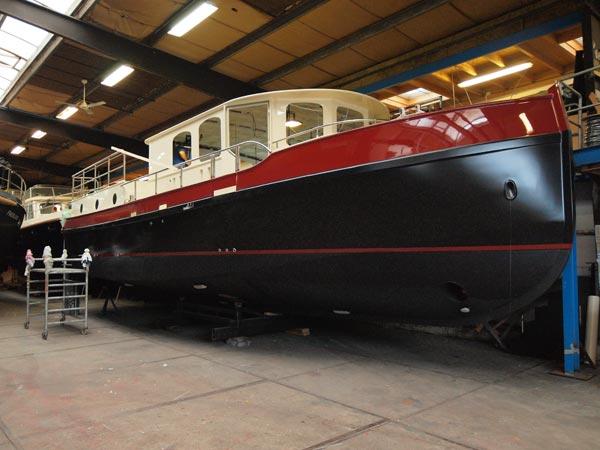 Neoklassiek, de bij jachtwerf Aquanaut in Sneek in aanbouw zijnde Vintage. Hij komt in de grote verhuurvloot van Yachtcharter Römer aan het meer de Müritz.