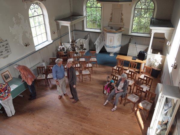 De Julianakerk van binnen.