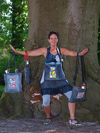Rosemarie Koning kan uren bomen over de totstandkoming van haar aparte tassen.
