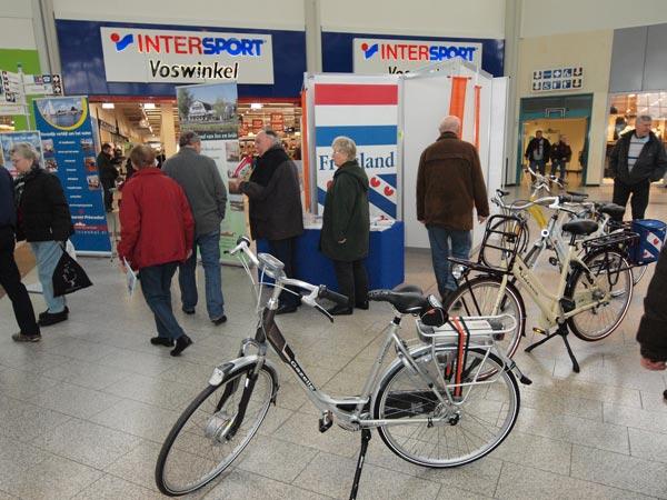 Friesland Holland Tourist Information reist in het voorjaar van shopping mall naar shopping mall, vaak met fietsen 'Made in Holland'.